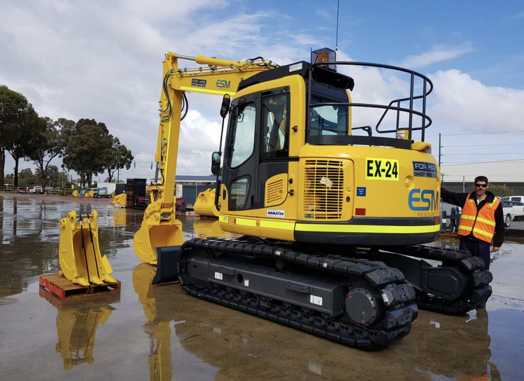 A cleaned and washed excavator in the ESM Resources yard ready to be deployed.